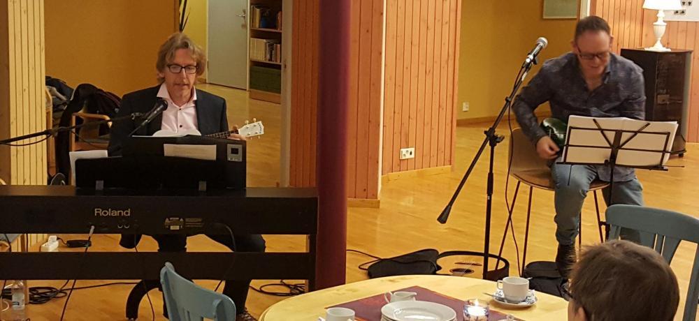 Anders Hallbäck och Per-Arne Sondell på Allsångskafé